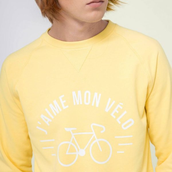 darney-sweat-col-rond-en-coton-recycle-j-aime-mon-velo-jaune-clair (2)